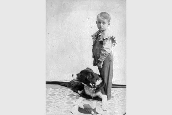 boy_hat_dog 600x400